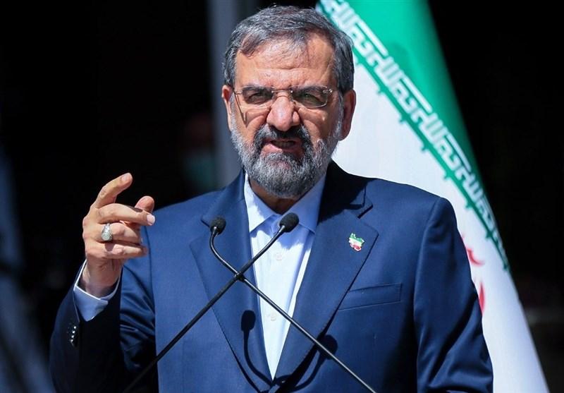 محسن رضایی از رئیسی سه حکم مسئولیت گرفت