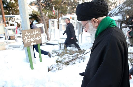 حضور رهبر انقلاب در مرقد مطهر بنیانگذار انقلاب اسلامی و گلزار شهدا+ تصاویر